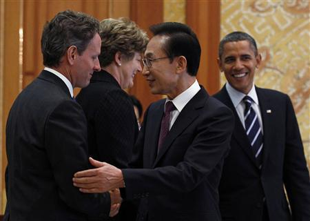 Treasury Secretary Geithner negotiates trade deal with South Korean President Lee Myung-bak 11/11/10 (Jim Young/Reuters)